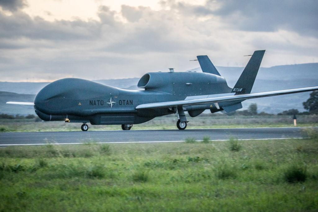 Il primo RQ-4D del NATO AGS arriva a Sigonella il 21 novembre 2019 (foto NATO).