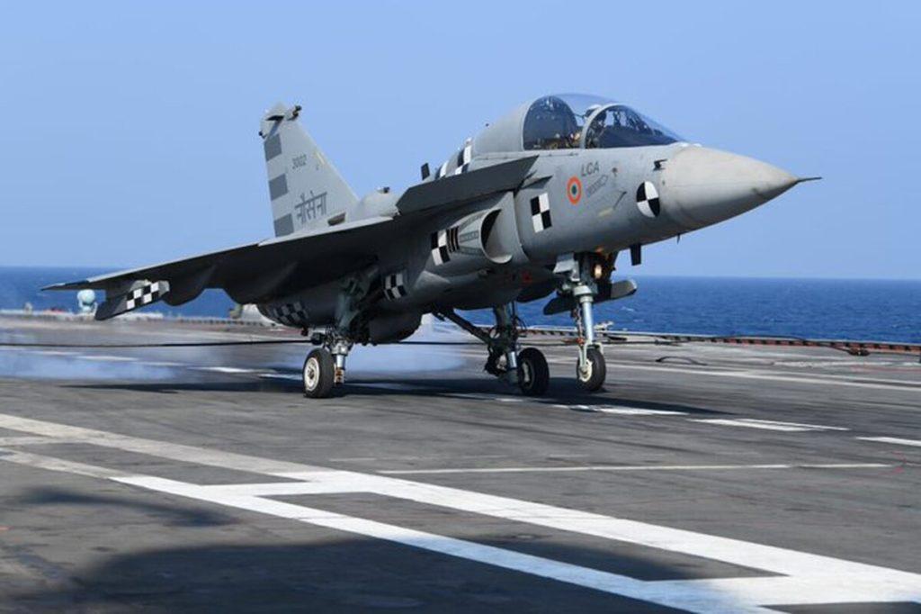 """Il prototipo del Tejas """"navalizzato"""" che ha effettuato l'appontaggio sulla INS Vikramaditya lo scorso 11 gennaio. (DRDO)  India: appontaggio LCA Navy"""