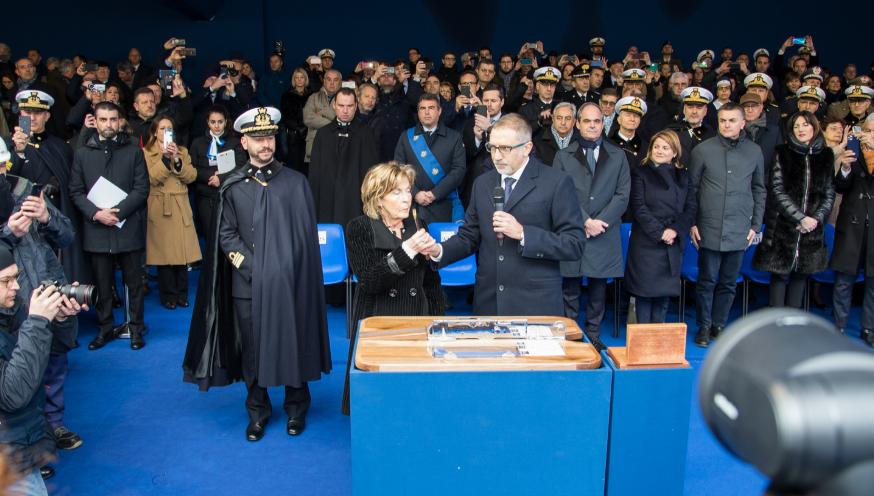 Maria Elisabetta Bianchi in un momento della cerimonia di varo dell'unità che porta il nome di suo padre, il M.O.V.M. Nave Emilio Bianchi. (Marina Militare)   Fincantieri varato ultima FREMM