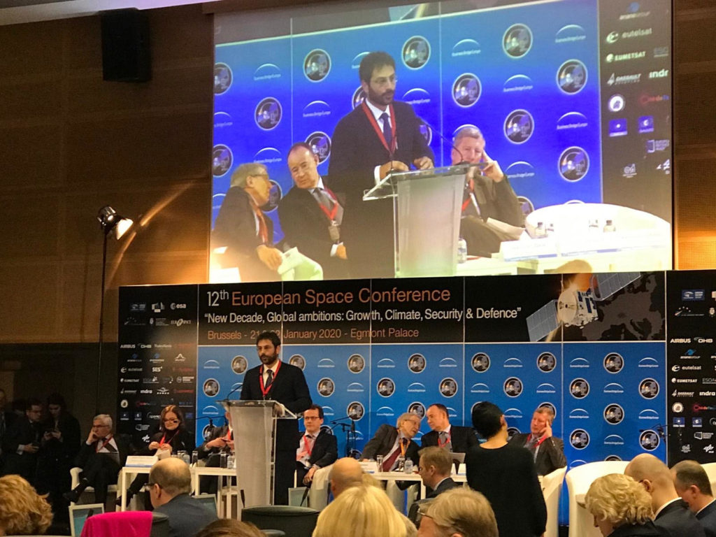 Il sottosegretario alla Difesa Angelo Tofalo nel corso del suo intervento alla European Space Conference di Bruxelles. (Ministero della Difesa)  Italia Comando Operazioni Spaziali