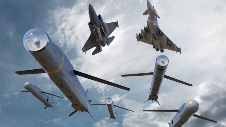 In quest'altra rappresentazione grafica, la versione standard dello SPEAR e le varianti SPEAR EW e SPEAR Glide lanciate dall'F-35 e dall'Eurofighter Typhoon. (MBDA)