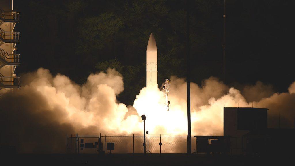 Il C-HGB lanciato dalle Hawaii il 19 marzo ha volato a velocità ipersonica fino a un punto di impatto designato. I dati raccolti aiuteranno la MDA a sviluppare sistemi difensivi contro le armi ipersoniche del nemico. (US Navy)