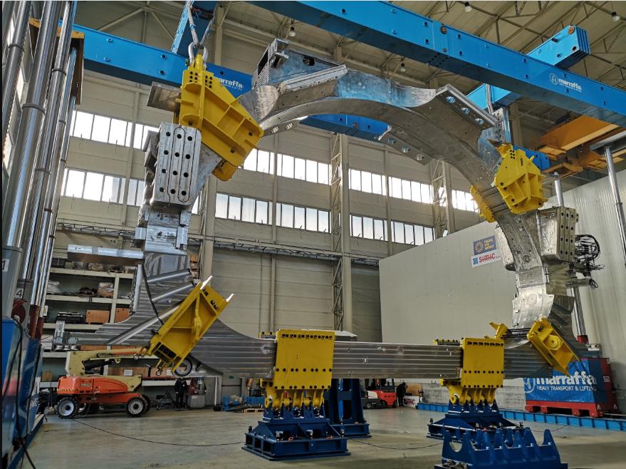Un'immagine del magnete superconduttore prodotto a La Spezia con tecnologia italiana. (Fonte: ITER)  Progetto ITER supermagnete  Progetto ITER supermagnete  Progetto ITER supermagnete