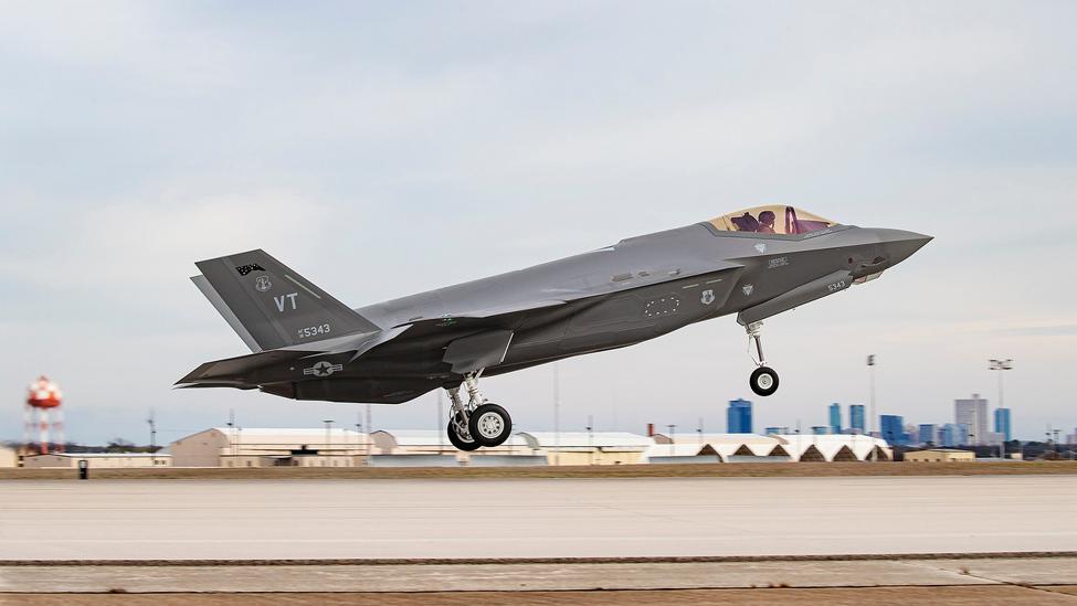 Il 500° F-35 prodotto da Lockheed Martin è un F-35A dell'U.S. Air Force che sarà consegnato alla Air National Guard Base di Burlington, nel Vermont. (Lockheed Martin)  F-35 consegnato aereo  F-35 consegnato aereo