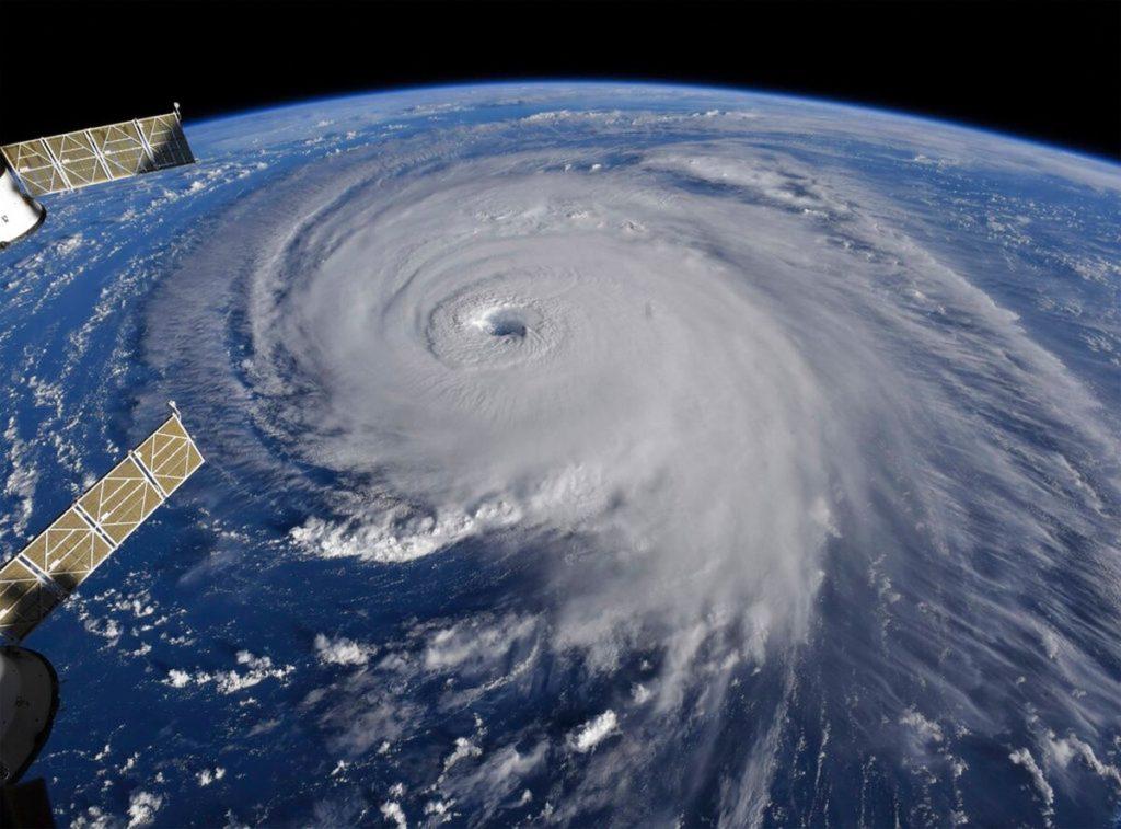 Il WSF-M sarà utilizzato in primo luogo per raccogliere informazioni sui venti di superficie degli oceani e sull'intensità dei cicloni tropicali a beneficio delle Forze Armate statunitensi. (NASA)