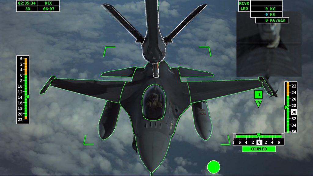 La foto mostra i primi contatti di rifornimento completamente automatizzati tra un aeromobile cisterna di prova Airbus e un caccia F-16 dell'Aeronautica portoghese. (Airbus)  Airbus rifornimento volo  Airbus rifornimento volo