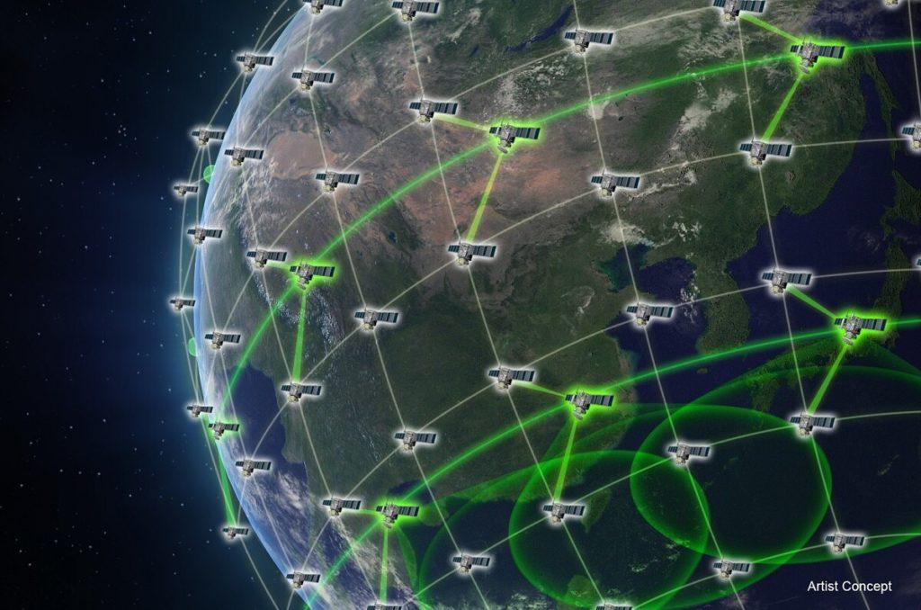 Il Project Blackjack informerà la vasta costellazione di satelliti operanti nella bassa orbita terrestre che la Space Development Agency inizierà a mettere in orbita nel 2022. (DARPA).  Lockheed Martin Project Blackjack