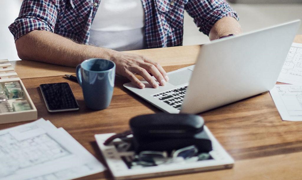 """L'esperienza """"forzata"""" dello smart working ha evidenziato debolezze infrastrutturali, ma anche i vantaggi di una completa digitalizzazione aziendale  Smart Working digitalizzazione  Smart Working digitalizzazione"""