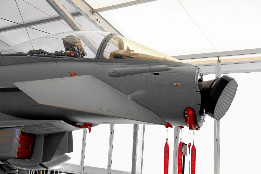 """Typhoon senza """"naso"""" per mostrare l'antenna del radar Captor-E esposta all'ILA Berlin Air Show 2012."""