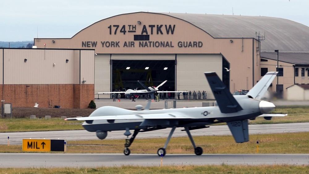 Il 174th Attack Wing della New York Air National Guard ha effettuato la prima operazione di volo con l'MQ-9 Reaper dalla Hancock Field Air National Guard Base il 16 dicembre 2015. (US Air Force)