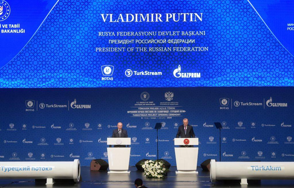 Il presidente della Federazione Russa Vladimir Putin e il presidente della Turchia Recep Tayyip Erdoğan durante la cerimonia di inaugurazione del TurkStream l'8 gennaio 2020. (Foto da: Gazprom)