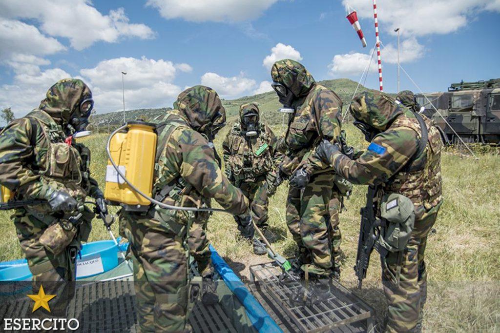 """Personale del 7° Reggimento NBC dell'Esercito Italiano. Quest'ultimo sarà tra gli """"end-user"""" del progetto REACT. (Esercito Italiano)  REACT Ca' Foscari NATO   REACT Ca' Foscari NATO"""