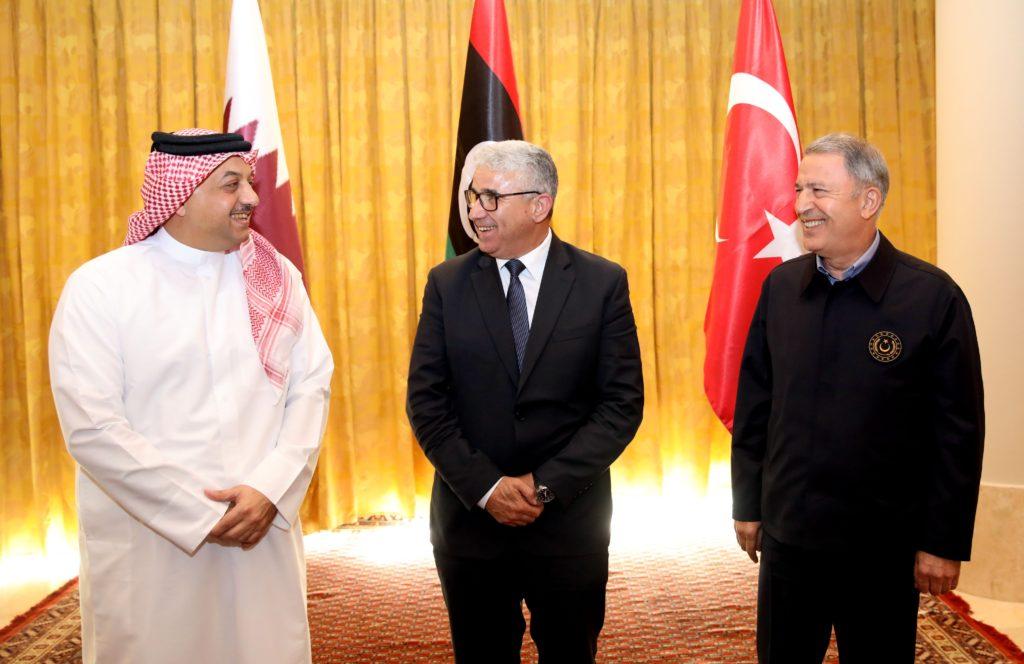 Da sinistra il ministro della Difesa del Qatar, Khalid bin Mohammed al-Atiyya, il ministro degli Interni libico, Fethi Başağa e il ministro della Difesa turco, Hulusi Akar(Fonte: Account Twitter del Ministero della Difesa turco)