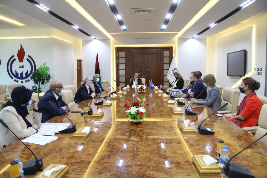 I rappresentanti della NOC e del governo tedesco durante l'incontro avvenuto lunedì 17 agosto presso la sede della NOC di Tripoli. (Fonte: National Oil Corporation)
