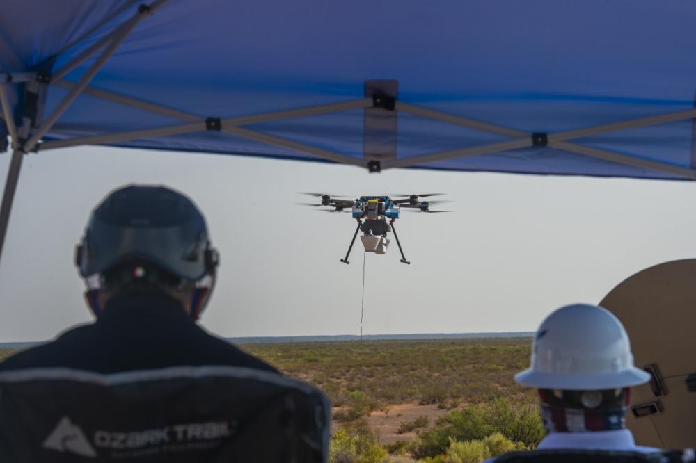 Poligono missilistico di White Sands, 27 agosto 2020: un drone AT&T prende il volo per fornire connettività 5G ai contractor della difesa partecipanti al secondo round di test dell'ABMS. (U.S. Air Force photo by Senior Airman Daniel Garcia)