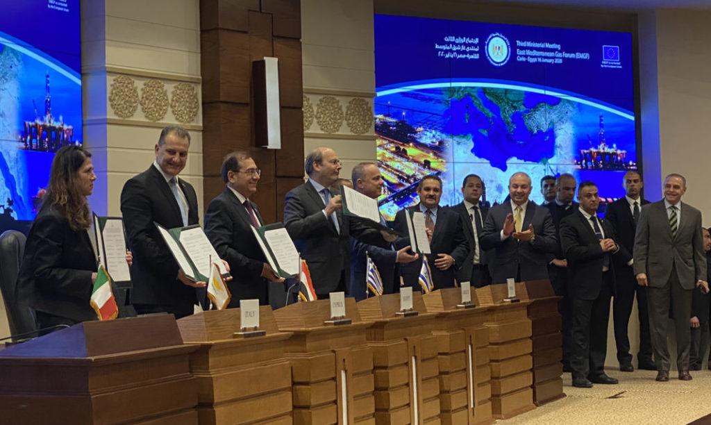 Egitto, Cipro, Grecia, Israele, Italia, Giordania e Autorità Nazionale Palestinese firmano la carta della fondazione East Med Gas Forum (EMGF), al Cairo il 16 gennaio 2020. (Foto da Ministero greco dell'Ambiente e dell'Energia)