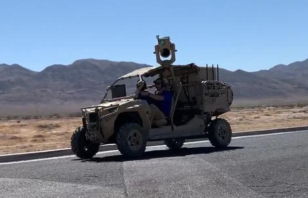 Il Compact Laser Weapon System (CLWS) di Boeing montato su un Utility Task Vehicle. (Boeing)