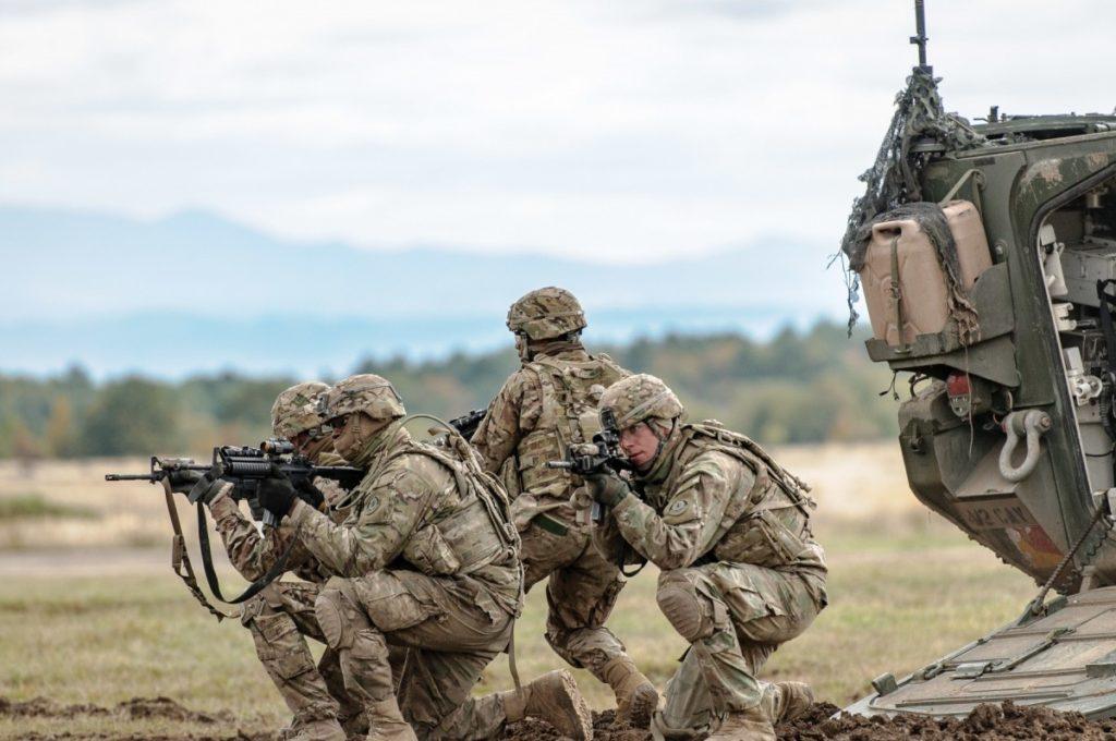 Soldati del 2° Reggimento cavalleria dell'US Army durante l'esercitazione Slovak Shield 2016, tenutasi presso l'area addestrativa di Lest (Repubblica Slovacca). (Foto da: US Army)