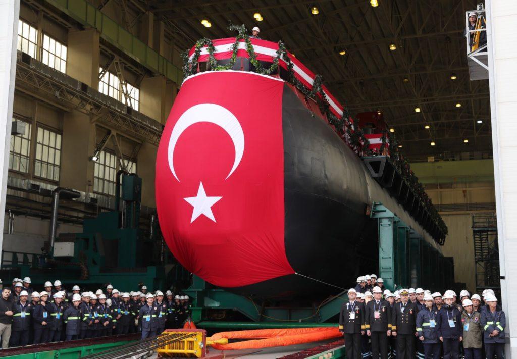 Mitsotakis ha fatto riferimento al know-how fornito da Berlino ad Ankara per la costruzione in Turchia, su licenza, dei sei sottomarini Type 214TN (Turkish Navy). Nella foto la messa in mare del primo dei sei sottomarini. (Foto da Twitter)