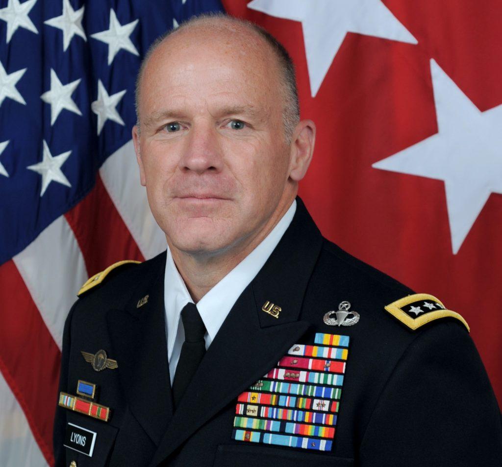 Il generale dell'US Army Stephen R. Lyons, comandante dello US Transportation Command. (USTRANSCOM)