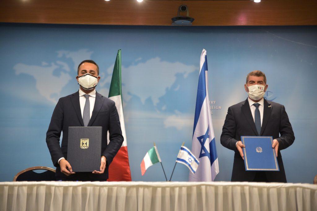 Il ministro degli Esteri italiano, Luigi Di Maio, e il suo omologo israeliano, Gabi Ashkenazi durante la visita di Di Maio a Tel Aviv. (Foto da Twitter di Luigi Di Maio)