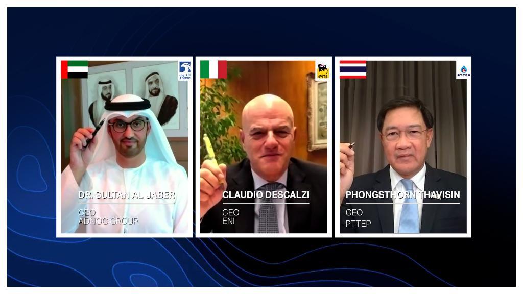L'accordo di concessione è stato firmato dal sultano Ahmed Al Jaber, ministro dell'Industria e della Tecnologia Avanzata degli Emirati Arabi Uniti e amministratore delegato di ADNOC; e da Claudio Descalzi e Phongsthorn Thavisin, amministratori delegati rispettivamente di ENI e di PTTEP. (Immagine da account Twitter di ADNOC)