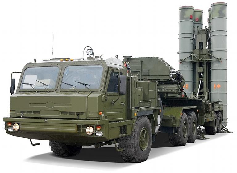 Il sistema missilistico di difesa aerea S-400 Triunf di produzione russa.