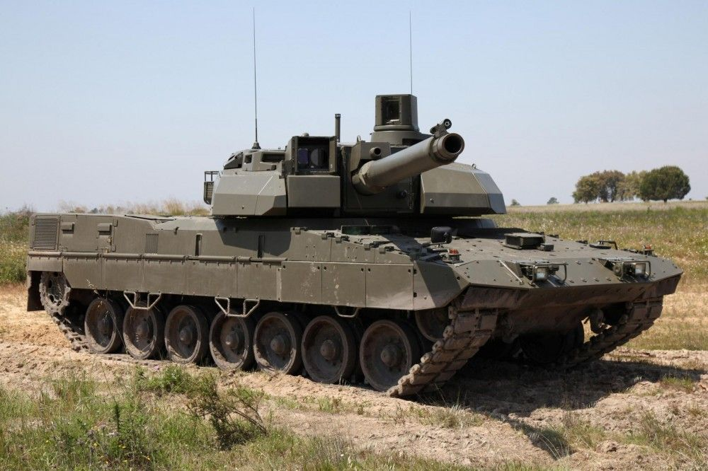 Prototipo dell'European Main Battle Tank (EMBT), progetto di Francia e Germania che punta a rimpiazzare i rispettivi carri armati da battaglia Leclerc 2 e Leopard 2.  CARD Difesa europea  CARD Difesa europea  CARD Difesa europea  CARD Difesa europea