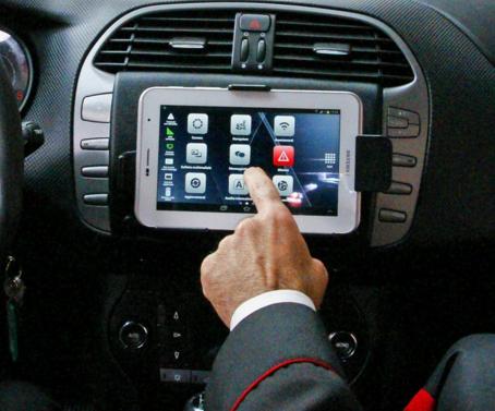 Il diplay del sistema O.D.I.N.O. installato sul cruscotto delle auto di servizio dei Carabinieri. (Carabinieri)