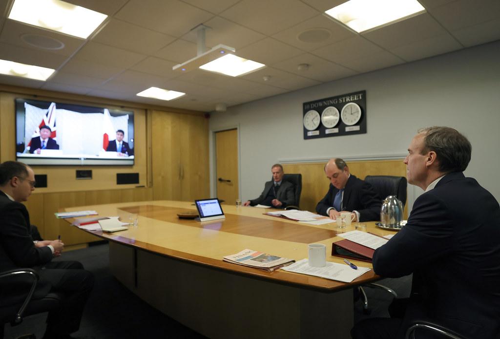 Un momento della la videoconferenza del 3 febbraio, a cui hanno partecipato per il Regno Unito il Segretario di Stato per gli Affari Esteri e del Commonwealth, Dominic Raab, e il Segretario di Stato per la Difesa, Ben Wallace (Foto da account Twitter di Dominic Raab).