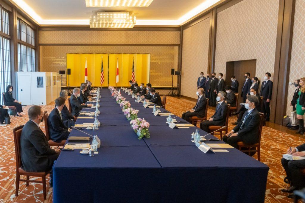 Incontro tra le delegazioni statunitense e giapponese (Fonte: account Twitter di Blinken).