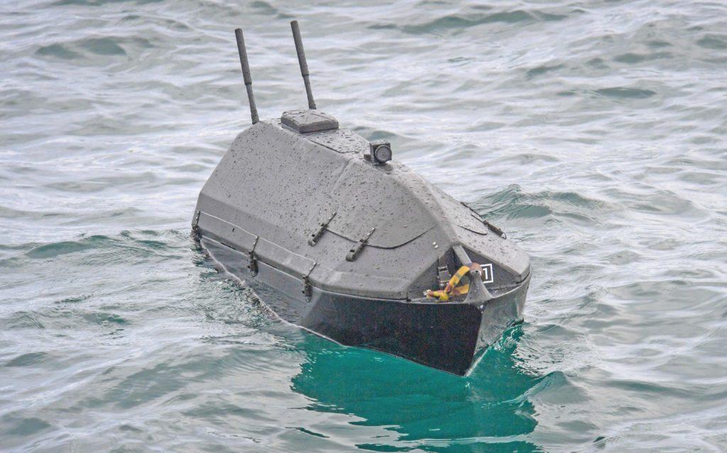 Un USV (Unmanned Surface Vessel) ADARO, prodotto da SeaLandAire, fotografato durante l'esercitazione Unmanned Integrated Battle Problem (UxS IBP) 21 condotta dalla Flotta del Pacifico della US Navy dal 19 al 26 aprile 2021. (Fonte: US Navy)