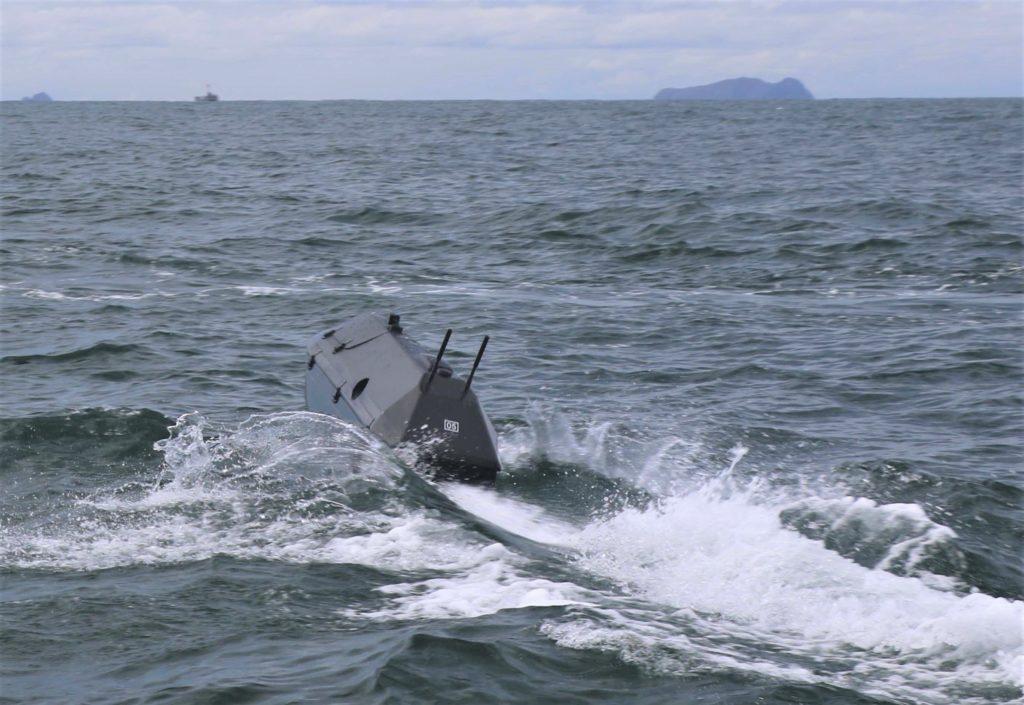 Vista posteriore di un drone ADARO. L'immagine è stata scattata il 22 aprile nel corso delle attività esercitative della Flotta del Pacifico. (US Navy)