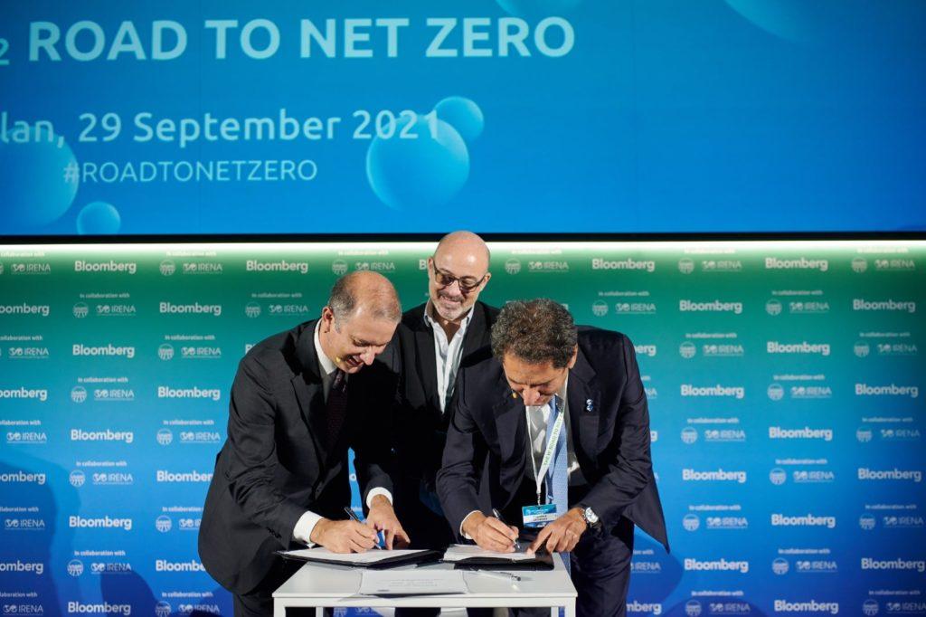 L'accordo è stato firmato alla presenza del ministro della Transizione ecologica, Roberto Cingolani, da Marco Alverà, amministratore delegato di Snam, e Francesco La Camera, direttore generale di IRENA. (Fonte: Snam)