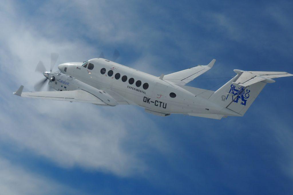 L'aereo sperimentale Beechcraft King Air spinto da una coppia di motori Catalyst. (Avio Aero)